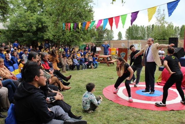 Adultos mayores de Gultro celebran su mes  con obra de teatro