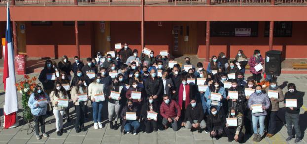 Municipalidad de Olivar entregó becas a universitarios destacados de la comuna